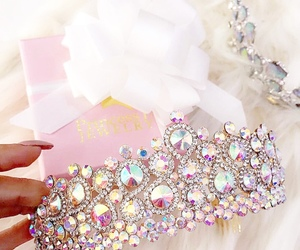 crown and pink image