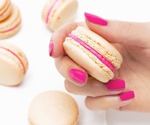 nails, sweet, and essie image