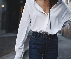 black and blue, jeans, and tendencias clÁsicas image