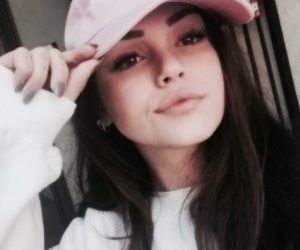 maggie lindemann and icon image