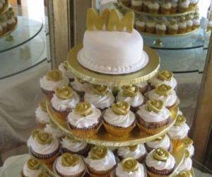 wedding cupcakes and wedding cakes image