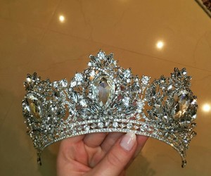 crown and fashion image