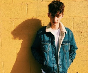 troye sivan, yellow, and boy image