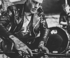 the neighbourhood, jesse rutherford, and black and white image