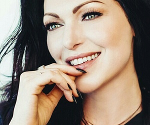 alex, laura prepon, and orange is the new black image