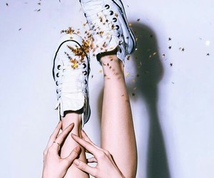 gif, converse, and shoes image