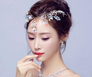 corona, estrella, and moda image