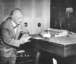 architecture, frank lloyd wright, and b&w image