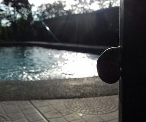 piscina, shadow, and sol image