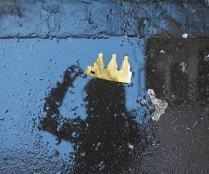crown, rain, and Queen image