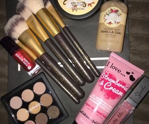 gift and makeup image