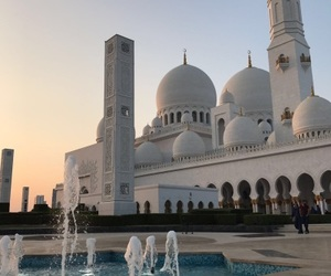abu dhabi and sheikh zayed mosque image