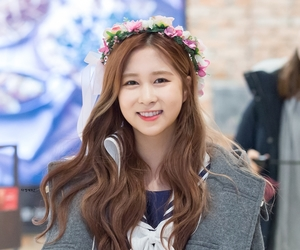 flower crown, smile, and dayoung image
