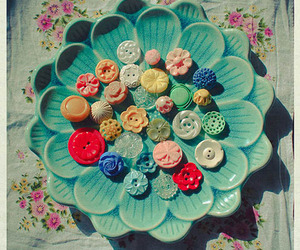 buttons, vintage, and flowers image