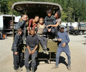 the 100, the 100 cast, and bob morley image