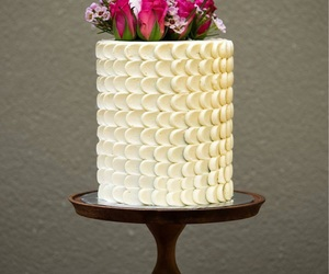 buttercream, flowers, and buttercream frosting image
