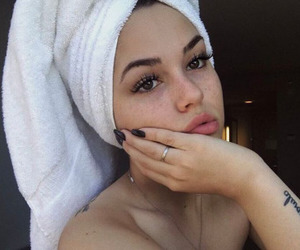 maggie lindemann, nails, and beauty image