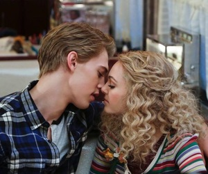 kiss, couple, and the carrie diaries image