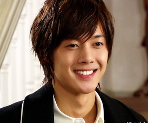 playful kiss and kim hyun joong image