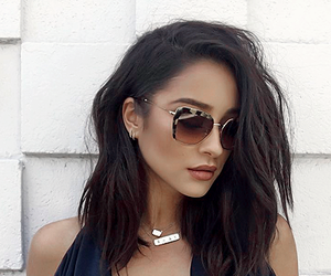 shay mitchell, pretty little liars, and brunette image