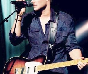 Jensen Ackles, supernatural, and guitar image