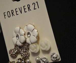 forever 21, earrings, and flowers image