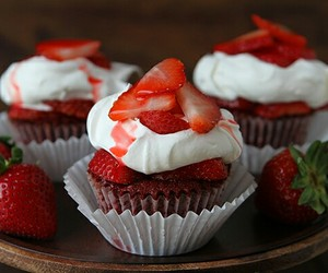 strawberry, food, and cupcakes image