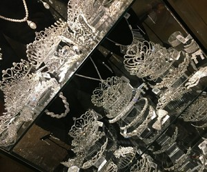 beauty, crowns, and jewelry image