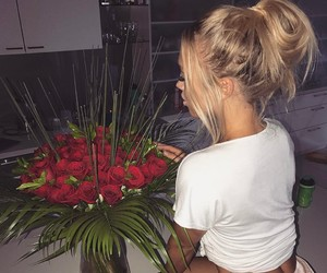 rose, flowers, and tammy hembrow image
