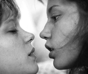 kiss, lesbian, and blue is the warmest color image