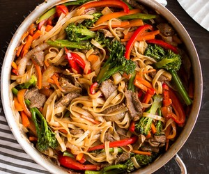 beef and noodles image