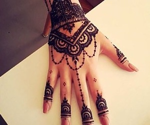 henna and nudenails image