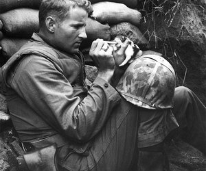 war, soldado, and cachorro image