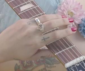 flores, guitarra, and mon laferte image
