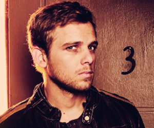 dark, bates motel, and max thieriot image