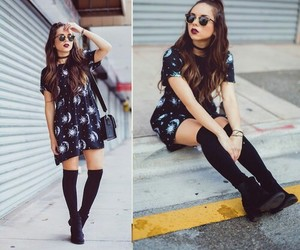 hairstyle, outfit, and calcetas image