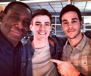 grant gustin, Supergirl, and chris wood image