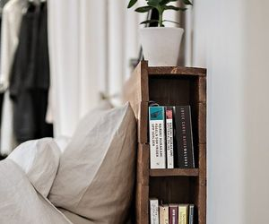 books and bedroom image