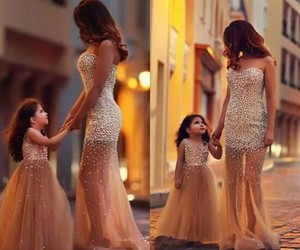 chicas, mother, and daughter image
