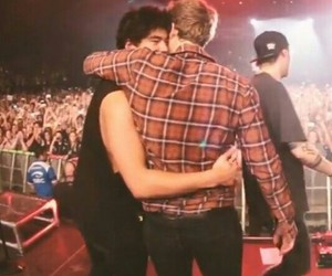 calum hood, icon, and LUke image