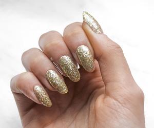 nails, gold, and gold nails image