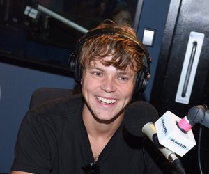 5 seconds of summer, ashton irwin, and 5sos image