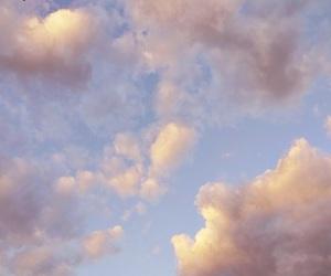 تفسير رؤية السماء في المنام للبنت العزباء للمتزوجه للحامل
