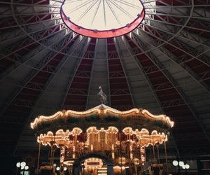 amusement park, carousel, and carrossel image