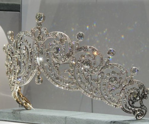 crown, fashion, and luxury image
