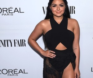 ariel winter and super smokin' hot leg image