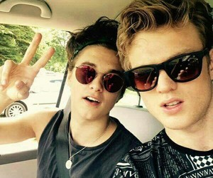the vamps, tristan evans, and bradley simpson image