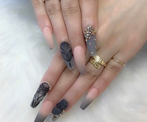 nails and diamond image