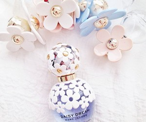daisy, flowers, and marc jacobs image