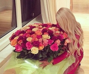 blonde hair, cury hair, and rose image